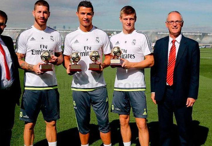La IFFHS entregó al Real Madrid tres premios por su desempeño en 2014: mejor club del mundo, mejor goleador del mundo (Cristiano Ronaldo), y mejor 'armador de juego' del mundo (Tony Kroos). (Captura de pantalla/realmadrid.com)