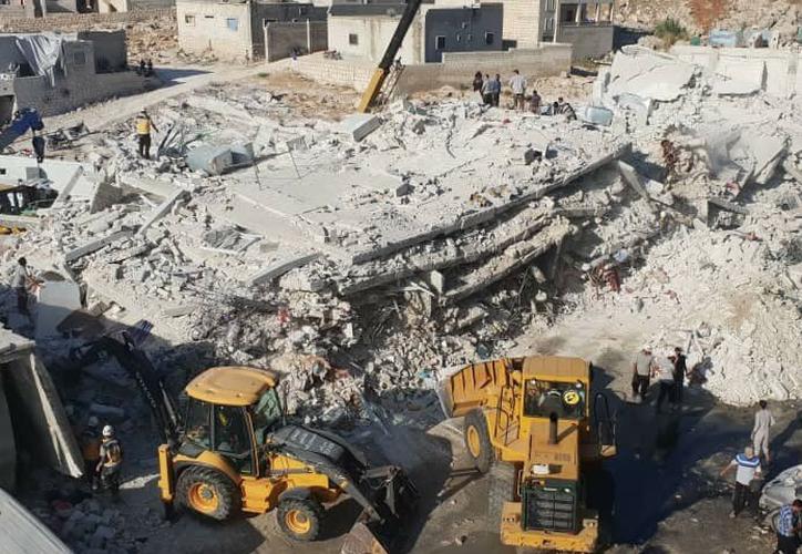 Decenas de personas murieron como resultado de la explosión en la ciudad de Sarmada en Siria. (Foto: Twitter)