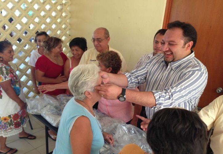 Por cuarto año consecutivo el diputado Francisco Torres Rivas entregará lentes en forma gratuita. (SIPSE)