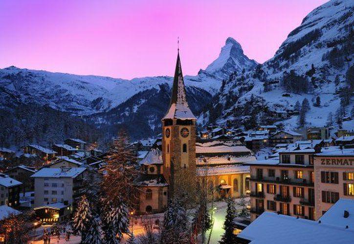 El poblado de Zermatt, al sur de Suiza, tiene capacidad para albergar a 13 mil 400 turistas en hoteles y hogares de hospedaje. (Contexto/ Internet)