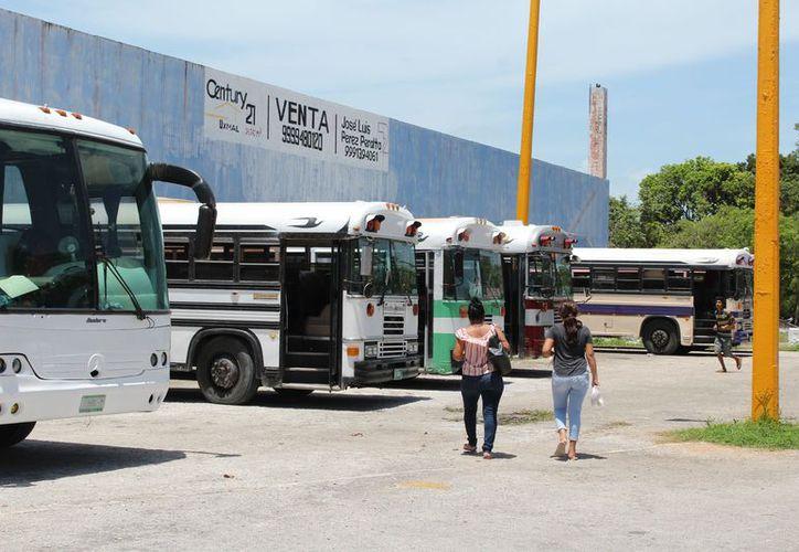 Se adecuó un paradero a un costado de la antigua terminal, para evitar que los camiones 'ruleteen' en la ciudad. (Joel Zamora/SIPSE)