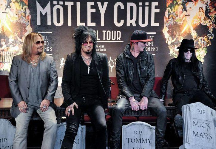 """Desde la izquierda:  Vince Neil, Nikki Sixx, Tommy Lee y Mick Mars. Neil declaró que """"queremos salir con los cuatro miembros fundadores de Mötley Crüe e irnos en la cima"""". (Agencias)"""
