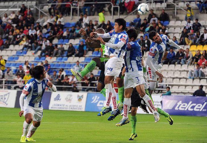 Tuzos <i>metió una zancadilla</i> al Puebla de la que será difícil que el equipo de la franja se levante, al menos en este torneo. (Archivo Notimex)