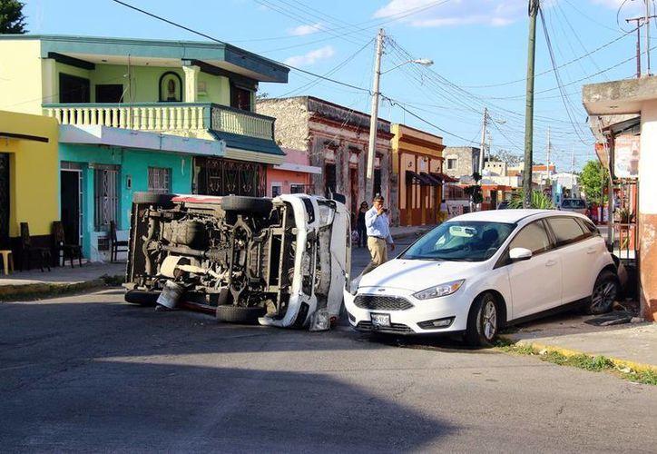 El impactante choque tuvo lugar sobre la calle 79 con la 52 de Mérida. (SIPSE)