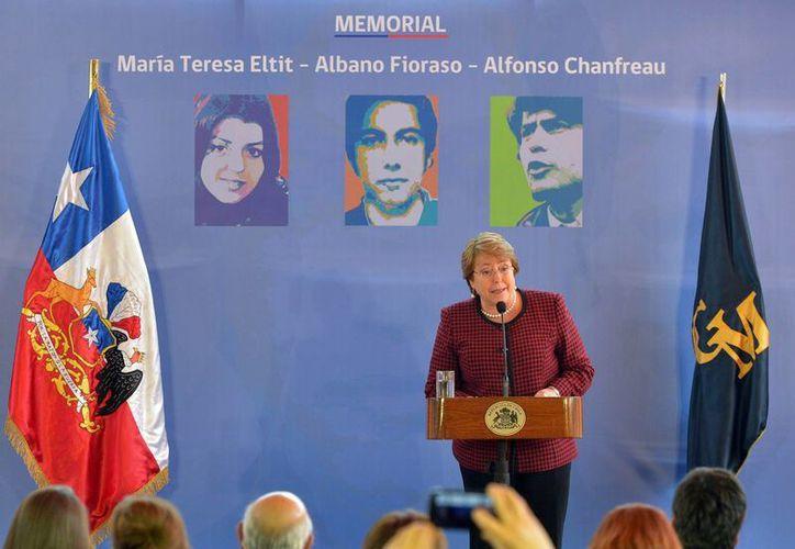 Michelle Bachelet presidirá los actos por el 41 aniversario del Golpe de Estado en Chile, fecha en la que suelen registrarse enfrentamientos callejeros. (EFE)