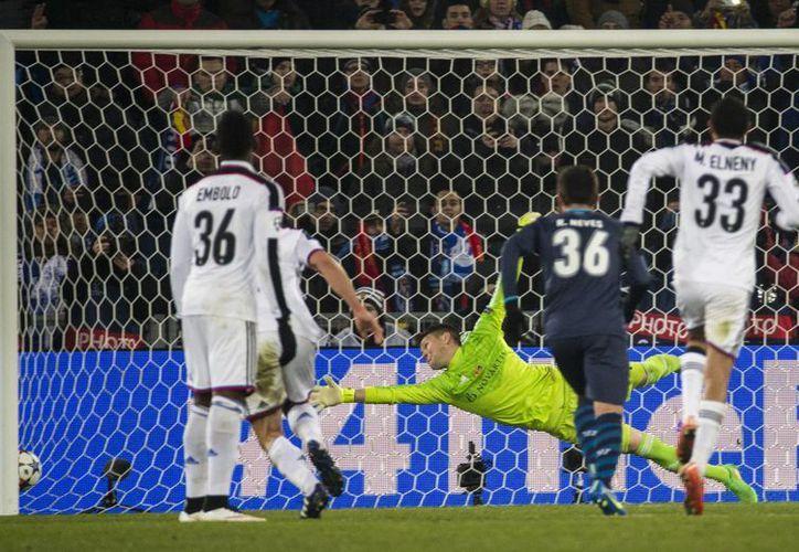 Danilo empata por Porto en casa de Basilea, en partido de octavos de final de la UEFA Champions League. (Foto:AP)