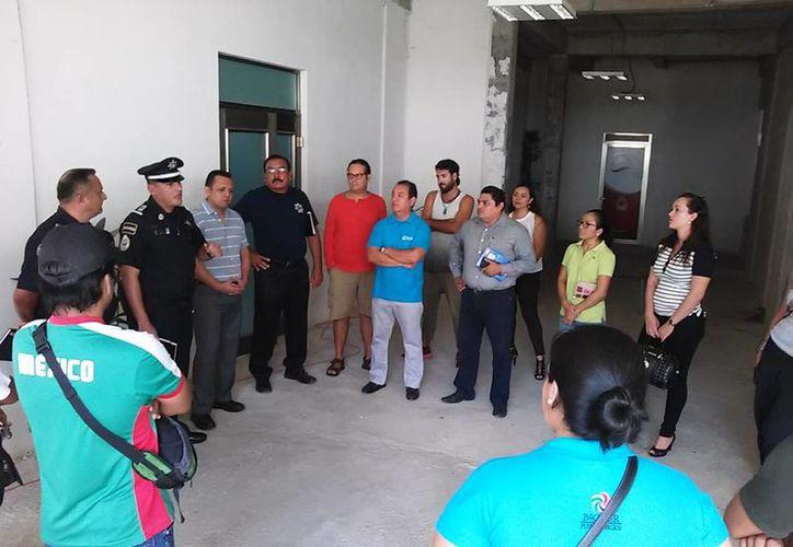 Reunión de empresarios y trabajadores con las autoridades de Bacalar.(Javier Ortiz/SIPSE)