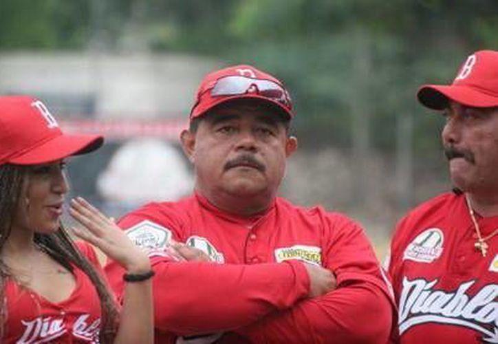 """José """"Chupetas"""" Caballero, manager de la oncena de la Bojórquez. (Milenio Novedades)"""