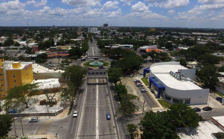 La ciudad de Mérida encabeza la encuesta del Gabinete de Comunicación Estratégica, acerca del índice de calidad de vida de los mexicanos. Foto aérea de la Prolongación del Paseo de Montejo. (Foto: Israel Leal/SIPSE)