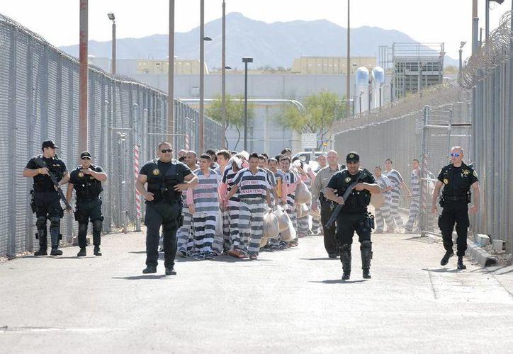 Los internos de algunas cárceles de EU toman clases cinco días a la semana y presentan exigentes exámenes cada tres meses. (EFE)
