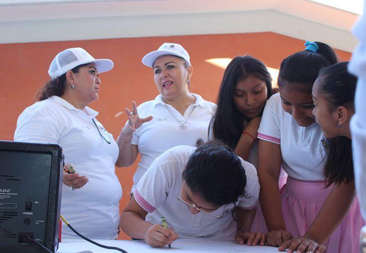 El programa consta de hacer una encuesta para ver los índices de violencia que están teniendo los alumnos. (Adrián Barreto)