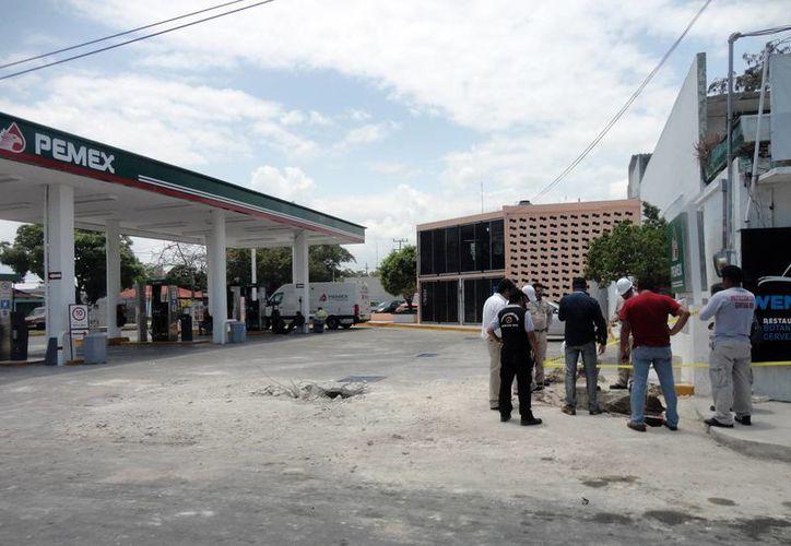Continuará la revisión en otras gasolineras para ver de dónde proviene el hidrocarburo. (Harold Alcocer/SIPSE)