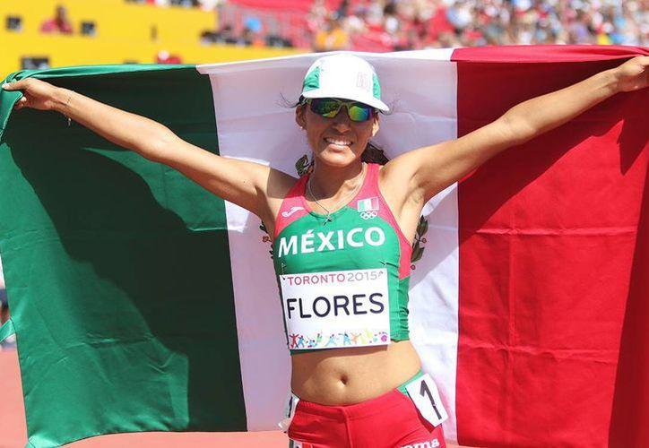 La mexicana Brenda Flores conquistó la medalla de plata en los 5 mil metros de atletismo, al culminar con un tiempo 15 minutos 47 segundos y 19 centésimas.  (Conade)