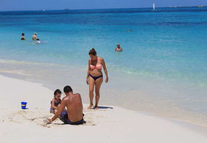 Los centros de hospedaje de Cancún alojaron más de 350 mil visitantes nacionales y extranjeros. (Israel Leal/SIPSE)