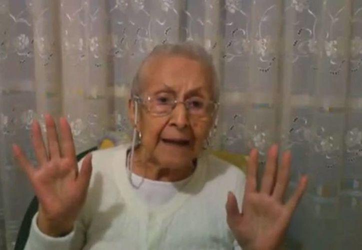 """""""Todos son una bola de rateros"""", dice doña María de la Luz. (Captura de pantalla)"""