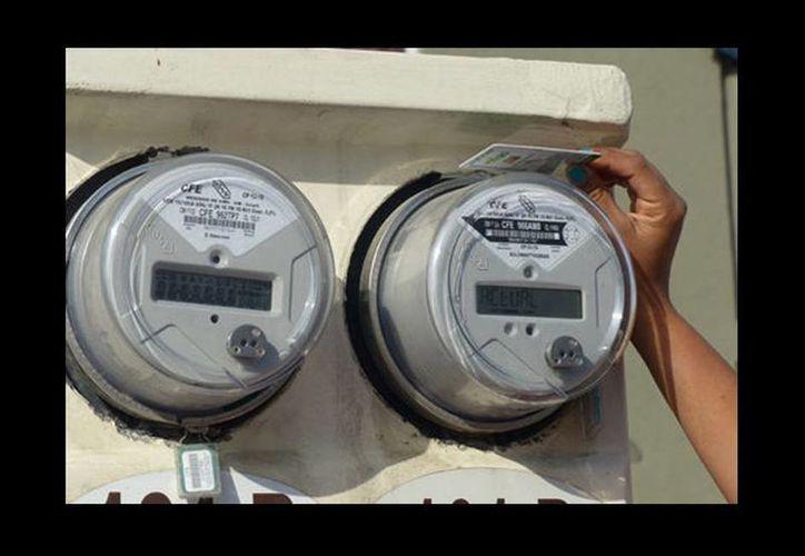 Explicó que los medidores de luz de las casas son propiedad de la CFE, por lo cual van a tener la obligación de buscar que se verifiquen. (Milenio)
