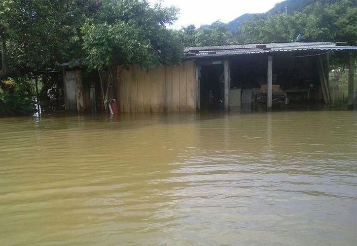 Al menos 60 viviendas resultaron anegadas a causa de las fuertes lluvias ocurridas en las últimas horas en localidades de San José Chiltepec. (Patricia Briseño/Excélsior).