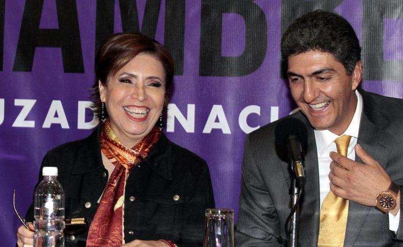 La secretaria de Desarrollo Social, Rosario Robles Berlanga, acompañada de Ernesto Nemer Álvarez, ayer durante la conferencia de prensa. (Notimex)