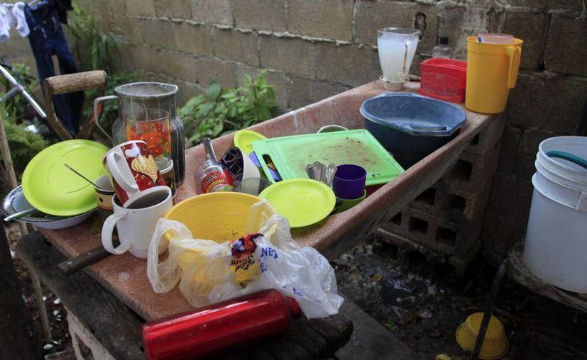 Las reservas que tenían los habitantes en sus cisternas se han agotado. (Jorge Carrillo/SIPSE)
