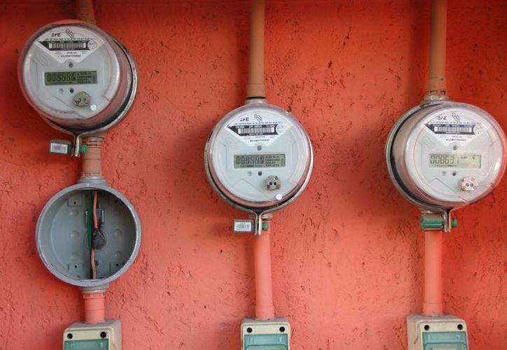 La hace unos días la CFE anunció el aumento en las tarifas del servicio para el sector industrial, comercial y doméstico de alto consumo. (Archivo/SIPSE)