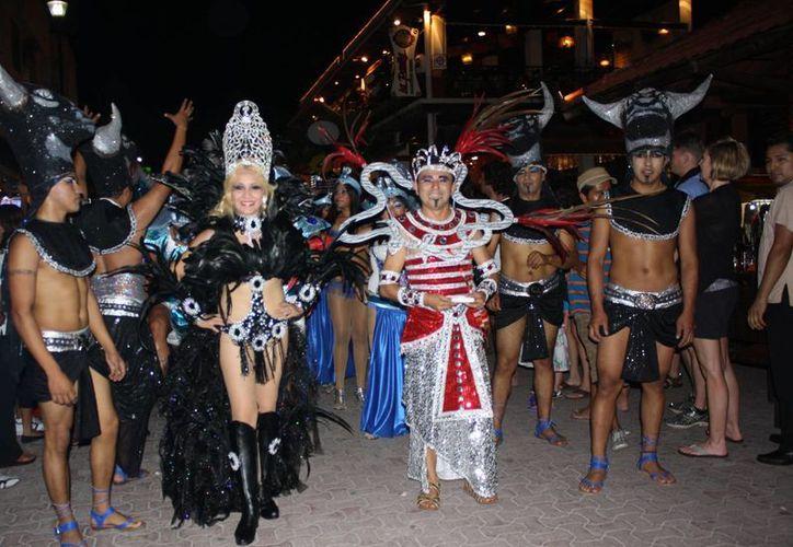 Los reyes del carnaval en el paseo. (Alida Martínez/SIPSE)
