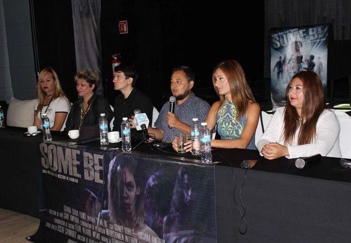 El crew de la película ofreció ayer por la mañana ante medios de comunicación una conferencia de prensa. (Faride Cetina/SIPSE)