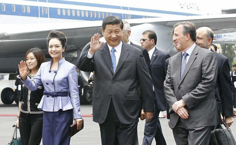 El presidente Xi Jinping fue recibido por el canciller mexicano, José Antonio Meade. (Notimex)