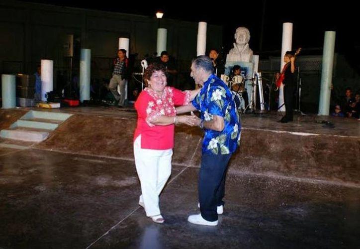 A las 8 de la noche del sábado, en la explanada del Parque Morelos de Progreso, se realizará el habitual Sábado de Danzón. (Óscar Pérez/SIPSE)