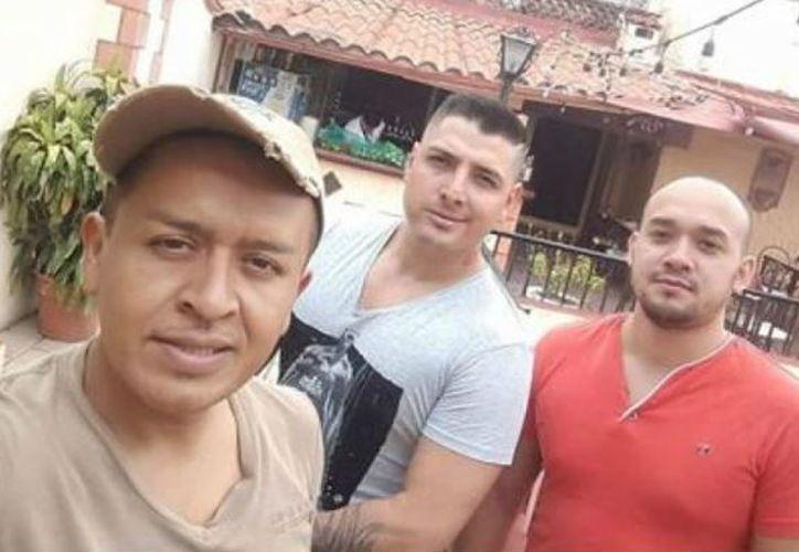 Los cuerpos de los tres sujetos fueron encontrados en la carretera Taxco-Cuernavaca. (Facebook)
