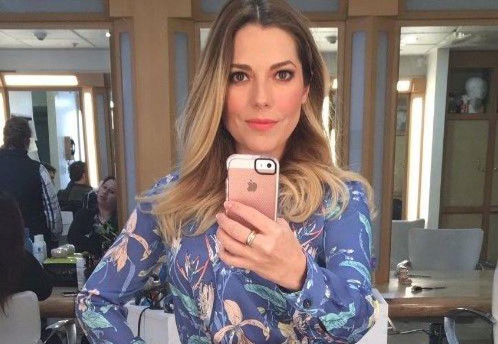 Fernanda Ostos mostró el acta de la denuncia por abuso sexual agravado, en una transmisión en vivo. (Foto: Internet/Contexto)