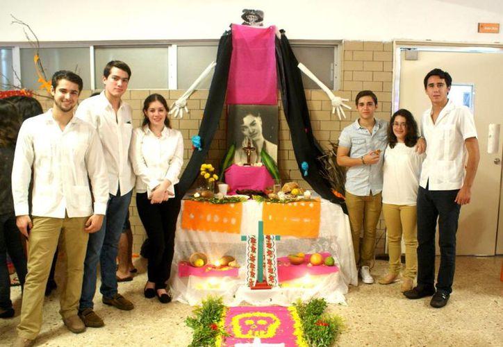 Los altares alternativos escolares ofrecen una nueva visión del Día de Muertos. (Milenio Novedades)