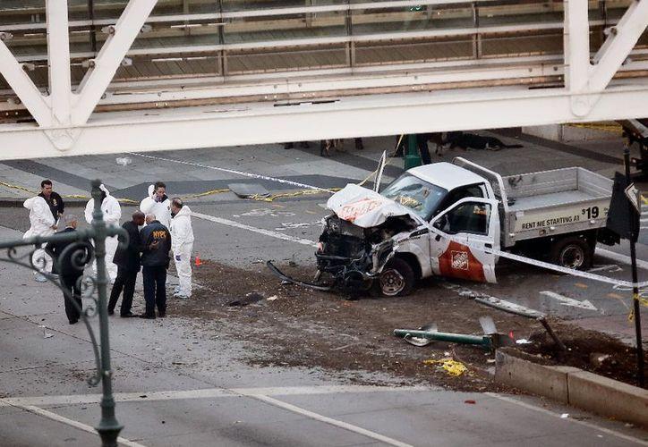 """""""El vehículo golpeó a varias personas en el trayecto"""", dijo la Policía de Nueva York en su cuenta en Twitter. (La Jornada)"""