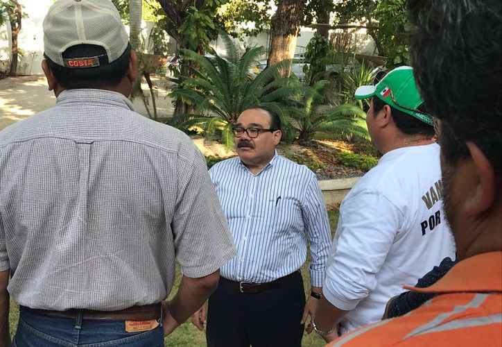 Jorge Carlos Ramírez Marín ofreció a los pescadores apoyarlos con sus gestiones ante las autoridades competentes. (Milenio Novedades)