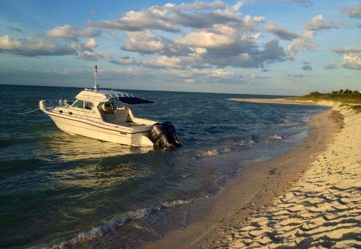 El yate Alux se renta para pesca deportiva o paseos en el mar. (Facebook)
