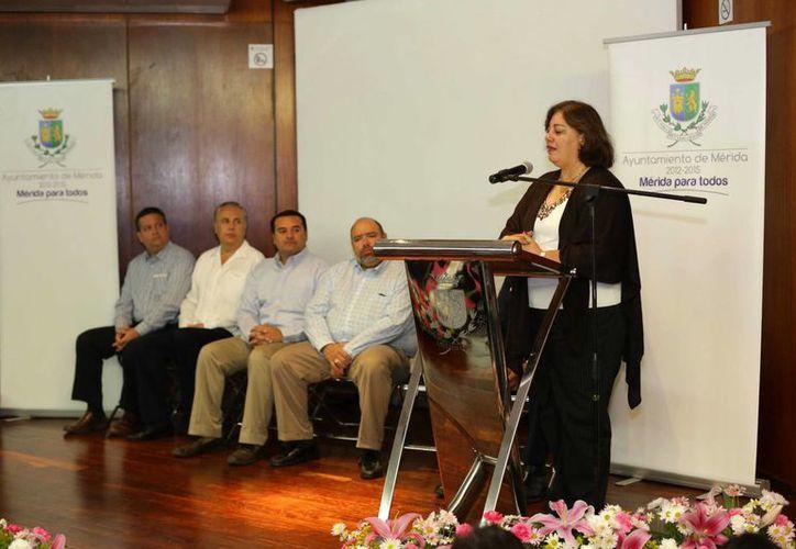 Maria Isabel Gutiérrez Martínez, directora del Instituto Cisalva, Centro Certificador de Comunidades Seguras para Latinoamérica y el Caribe, durante su participación en el evento de Mérida. (SIPSE)