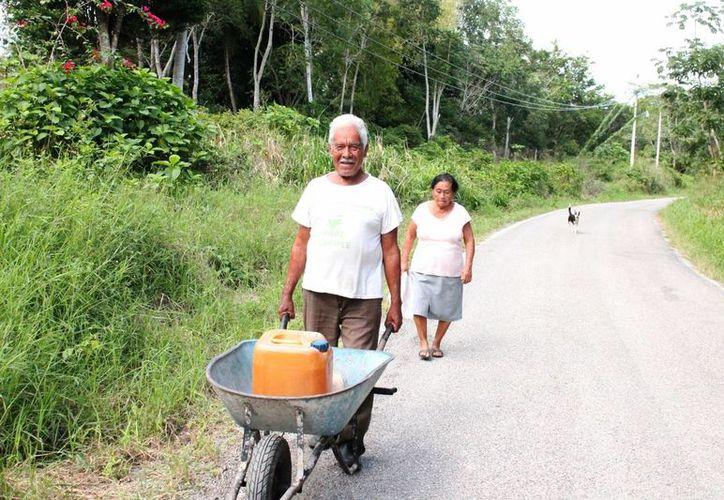Los de la tercera edad también tienen la queja de no recibir la atención de las autoridades. (Juan Rodríguez/ SIPSE)