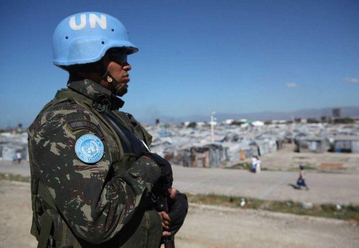 Las tropas de mantenimiento de paz de la ONU, también llamados 'cascos azules', enfrentan retos cada vez mayores en las zonas donde son enviados. Este lunes, Naciones Unidas anunció que contará con 40 mil nuevos efectivos. (Archivo/Agencias)
