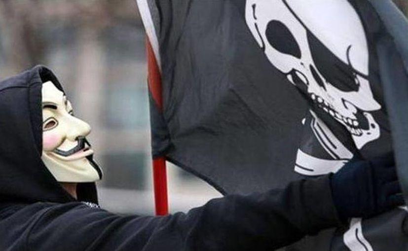 Anonymous le advirtió a los grupos terroristas islámicos que no van imponer su Sharia (ley islámica) en sus democracias. (twitter/@AnonymousCodes)