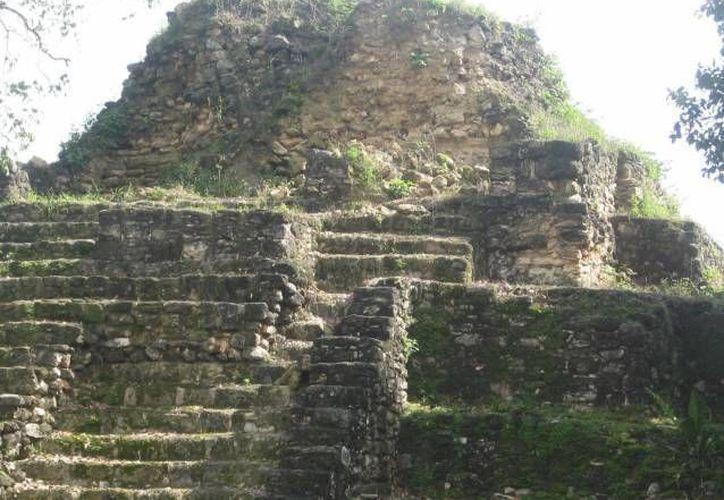 El sitio arqueológico Ichkabal se encuentra a 40 kilómetros al poniente de Bacalar y nueve al noreste de Dzibanché. (Redacción/SIPSE)