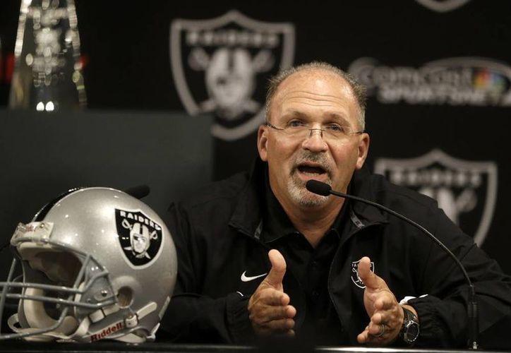 Tony Sparano fue presentado oficialmente como líder de Raiders de Oakland. (AP)