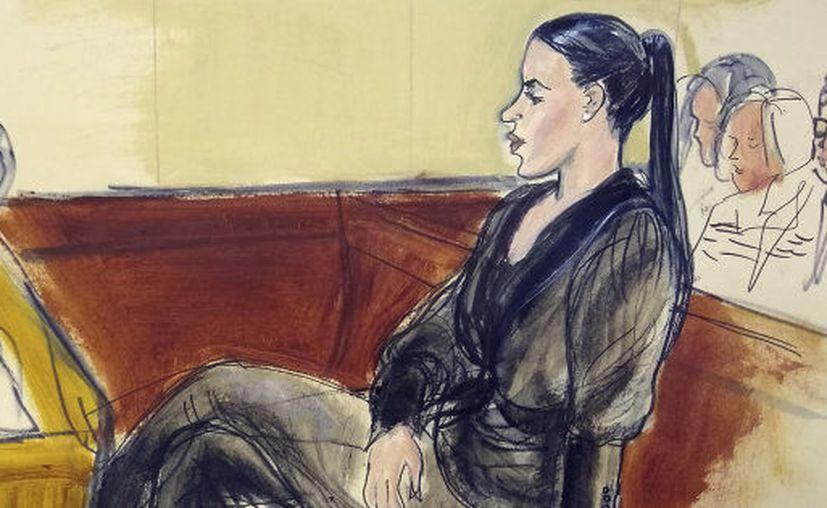 """Emma Coronel ha asistido a todas las audiencias del juicio contra su esposo, Joaquín """"El Chapo"""" Guzmán Loera, en Estados Unidos.  (Associated Press)"""