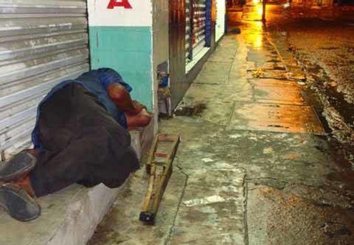 El alcoholismo es una enfermedad progresiva y mortal, que empieza a afectar gravemente a la población. (Foto de Contexto/SIPSE)