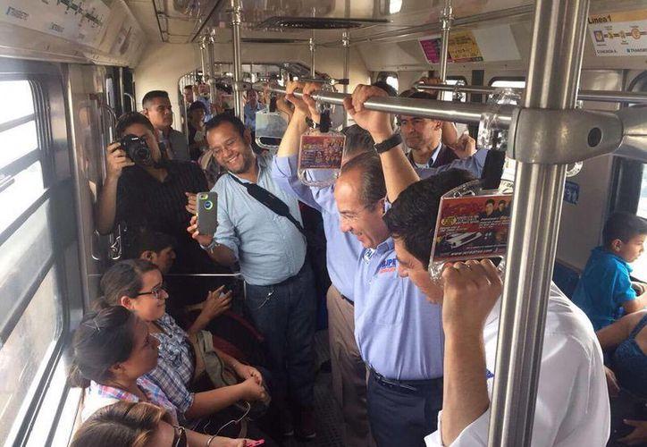 Imagen del expresidente Felipe Calderón en un Metro de Nuevo León, durante su campaña de apoyo al candidato del PAN a la gobernatura de ese estado, Felipe Cantú. (@FelipeCalderon)