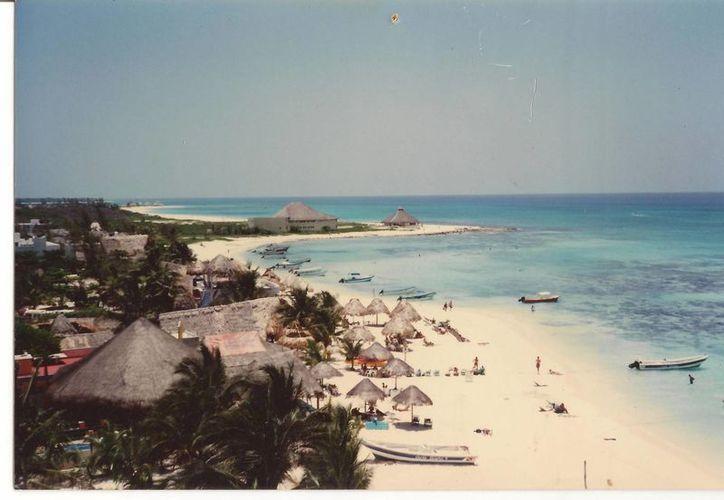 """Así lucía la zona de """"El Recodo"""" de Playa del Carmen en 1995, cuando sus hoteles eran con techo de palapa.  (Cortesía/Raymundo Timeo)"""