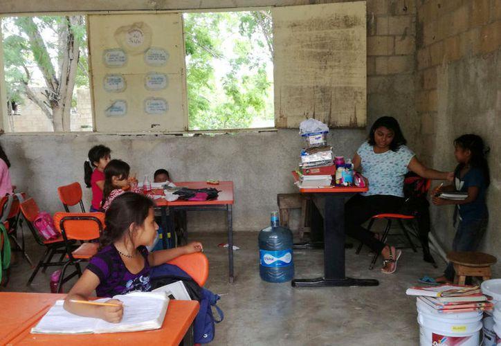 """En Benito Juárez se tiene un total de 599 alumnos, divididos en ocho comunidades de escasos recursos, con 50 """"figuras educativas""""  (Luis Soto/SIPSE)"""