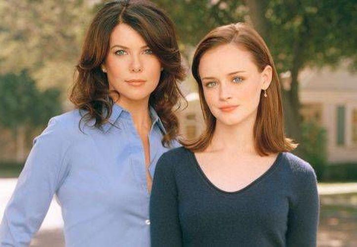 La serie fue emitida de 2000 a 2007 con un elenco encabezado por las actrices Laura Graham y Alexis Bledel. (Foto tomada de Milenio Digital)