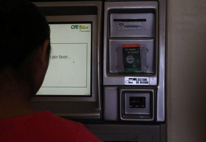 La CFE recomienda realizar los pagos en lugares autorizados. (Adrián Barreto/SIPSE)