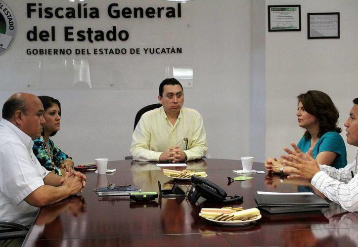 La FGE impartirá curso sobre delitos electorales a los funcionarios de los 106 Consejos Municipales Electorales y 15 Consejos Distritales. (Milenio Novedades)