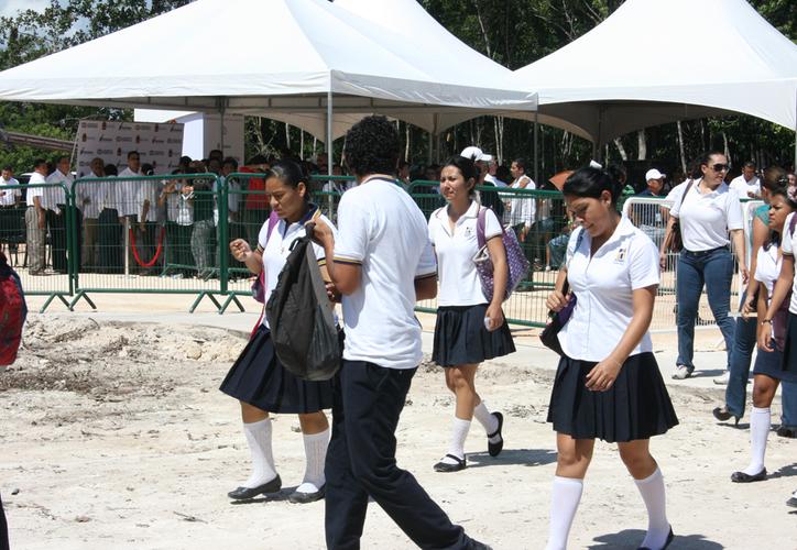 Las autoridades educativas deben hacer visitas a las escuelas donde haya focos amarillos o rojos para que obtengan su Revoe. (Adrián Barreto/SIPSE)