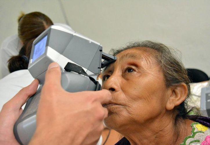 Las cataratas se presentan en pacientes de la tercera edad. (Milenio Novedades)